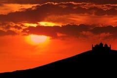 Härlig Silhouette av moskén royaltyfri fotografi