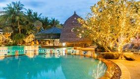 Härlig simbassäng i den tropiska semesterorten, Phuket, Thailand Fotografering för Bildbyråer