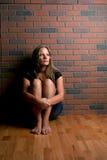 härlig sittande kvinna Arkivbild