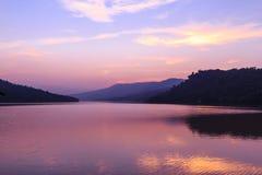 Härlig sjö efter solnedgång royaltyfri fotografi