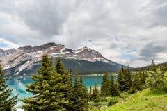 Härlig sjö i den kanadensiska Rocky Mountains Royaltyfri Foto