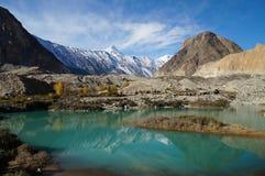 Härlig sjö och berg i Pasu, nordliga Pakistan Arkivbilder
