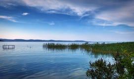 Härlig sjö som är scenisk på Balaton royaltyfri foto