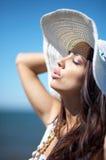 härlig sjösidakvinna Royaltyfri Fotografi
