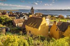 Härlig sjösidasikt i Culross Arkivbilder