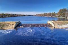 Härlig sjövattenfall Royaltyfri Foto