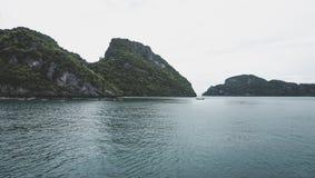 Härlig skärgård av tropiska öar i golfen av Thailand precis söder av Bangkok Royaltyfri Foto