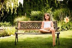 härlig skönhet eyes den naturliga ståenden för flickamakeup arkivfoton