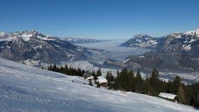 Härlig skidåkningdag i skidaområdet Pizol Royaltyfria Foton