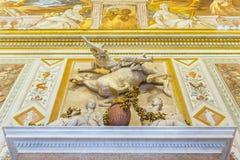Härlig skulptural grupp av mannen på fallande häst i Galleria Borghese rome Royaltyfria Foton