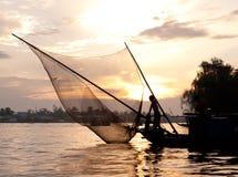 härlig skymningfiskare vietnam Arkivbilder
