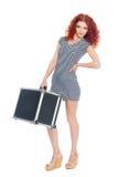 Härlig slank flicka med en svart resväska royaltyfri foto