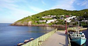 Härlig småaktig hamn under sommarsolnedgång, Newfoundland, Kanada lager videofilmer