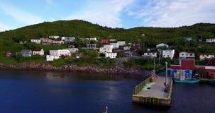 Härlig småaktig hamnhalvö under sommarsolnedgång, Newfoundland, Kanada lager videofilmer