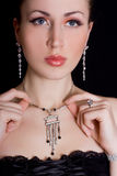 härlig smyckenkvinna Royaltyfri Bild