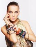 härlig smyckenkvinna Royaltyfri Foto