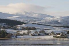 Härlig snö - övervintra platser i den skotska Skotska högländerna Arkivbild