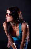 härlig solglasögonkvinna royaltyfria foton