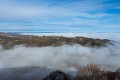 Härlig solig dag över dimmiga Samobor Royaltyfri Bild