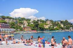 Härlig solig dag på den Santa Margherita Ligure stranden Arkivfoton