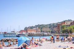 Härlig solig dag på den Santa Margherita Ligure stranden Arkivfoto