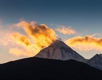 Härlig solnedgång över berg Fotografering för Bildbyråer