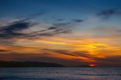 Härlig solnedgång över Blacket Sea crimea arkivbilder