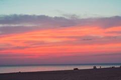 Härlig solnedgång över Blacket Sea i sommaren Arkivbild