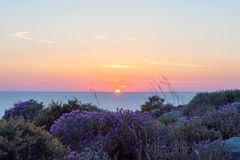 H?rlig solnedg?ng ?ver det Ionian havet, Kefalonia Grekland arkivfoton