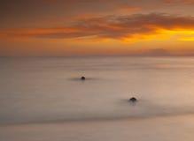 Härlig solnedgång över ett hav Arkivbilder