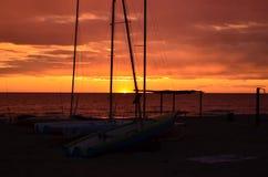 Härlig solnedgång över havet i sommar Arkivbild