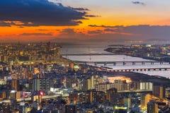 Härlig solnedgång över sikt för central affär för Osaka stad i stadens centrum flyg- Arkivfoto