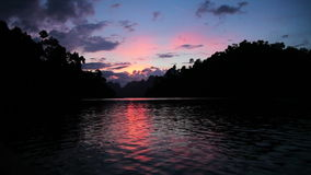 Härlig solnedgång över sjön stock video