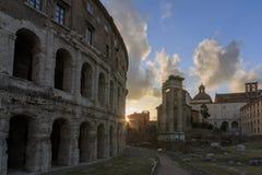 Härlig solnedgång över teater av Marcellus i Rome, Italien royaltyfri fotografi