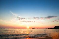 Härlig solnedgång av havsstranden Natur Royaltyfria Bilder