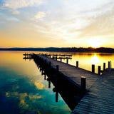 Härlig solnedgång, dynamiska färger Arkivfoton
