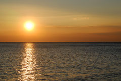 härlig solnedgång för havssida Royaltyfri Foto