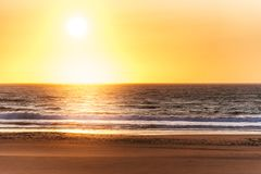 härlig solnedgång för strand Fotografering för Bildbyråer