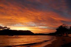 härlig solnedgång för strand Royaltyfri Bild