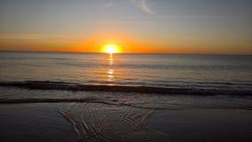 härlig solnedgång för strand Royaltyfri Foto