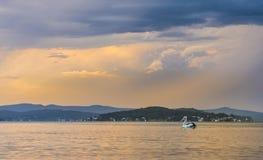 Härlig solnedgång från stranden nära Sydney, Australien royaltyfria bilder