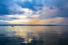 Härlig solnedgång från stranden nära Sydney, Australien royaltyfri bild