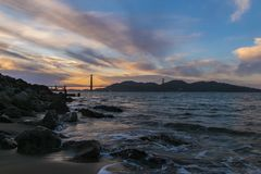 Härlig solnedgång - Golden gate bridge - san fransisco Kalifornien ca royaltyfri fotografi