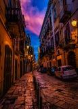 Härlig solnedgång i Bari Old Town arkivfoto