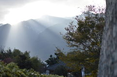 Härlig solnedgång i Cangshan av Dali, Yunnan, Kina royaltyfria foton