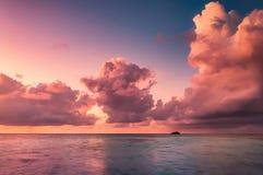 Härlig solnedgång i Maldiverna Fotografering för Bildbyråer