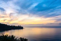 Härlig solnedgång i shilhouette Arkivbilder