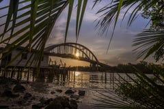 Härlig solnedgång nära den Kedah floden Malaysia var all fiskare bor Royaltyfria Bilder