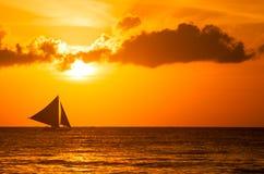 Härlig solnedgång på Boracay, Filippinerna arkivbilder