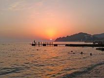 Härlig solnedgång på den Black Sea kusten Arkivbilder